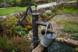 Gartenbewässerung Brunnen